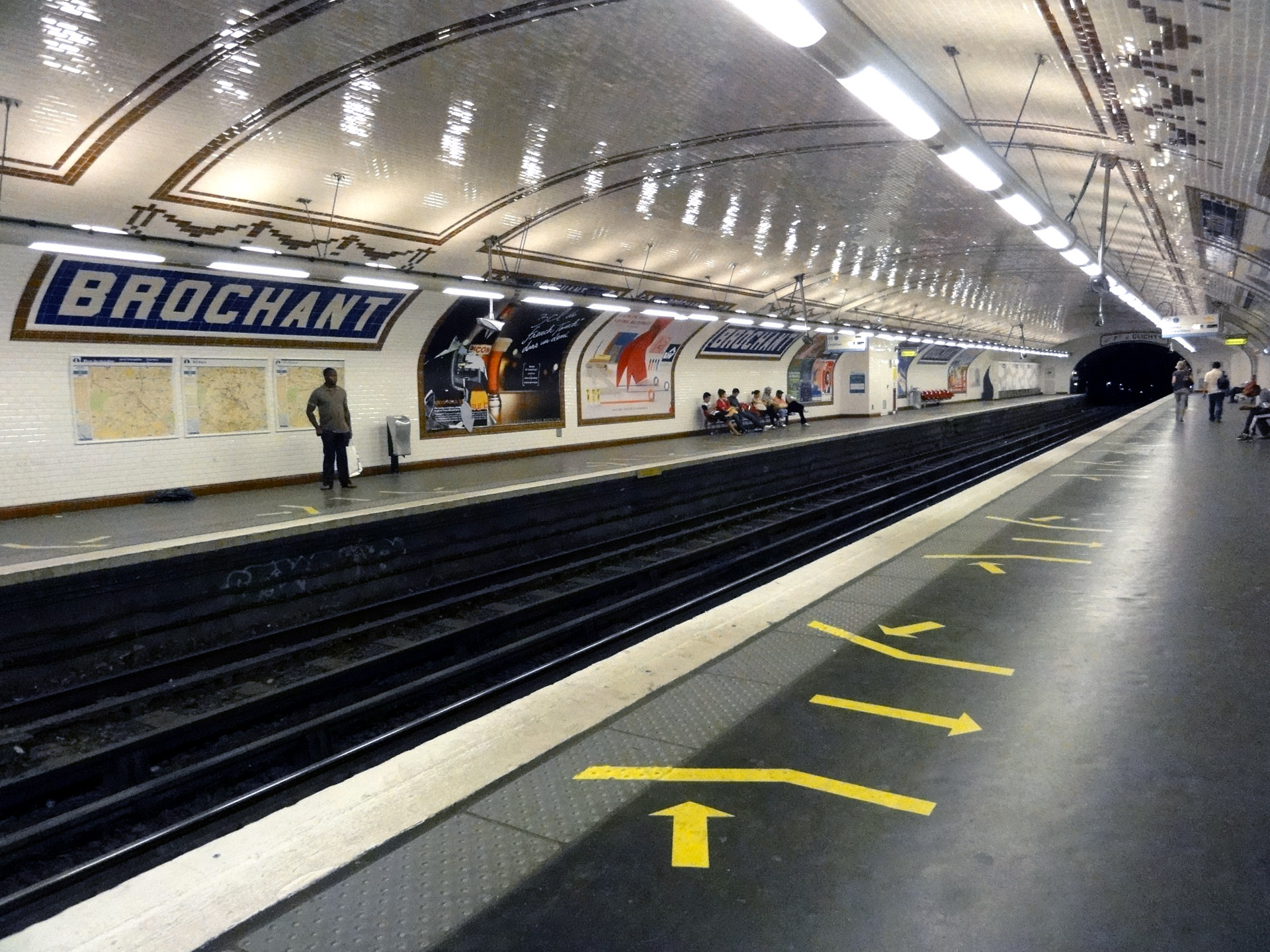 Metro_de_Paris_-_Ligne_13_-_Brochant_15