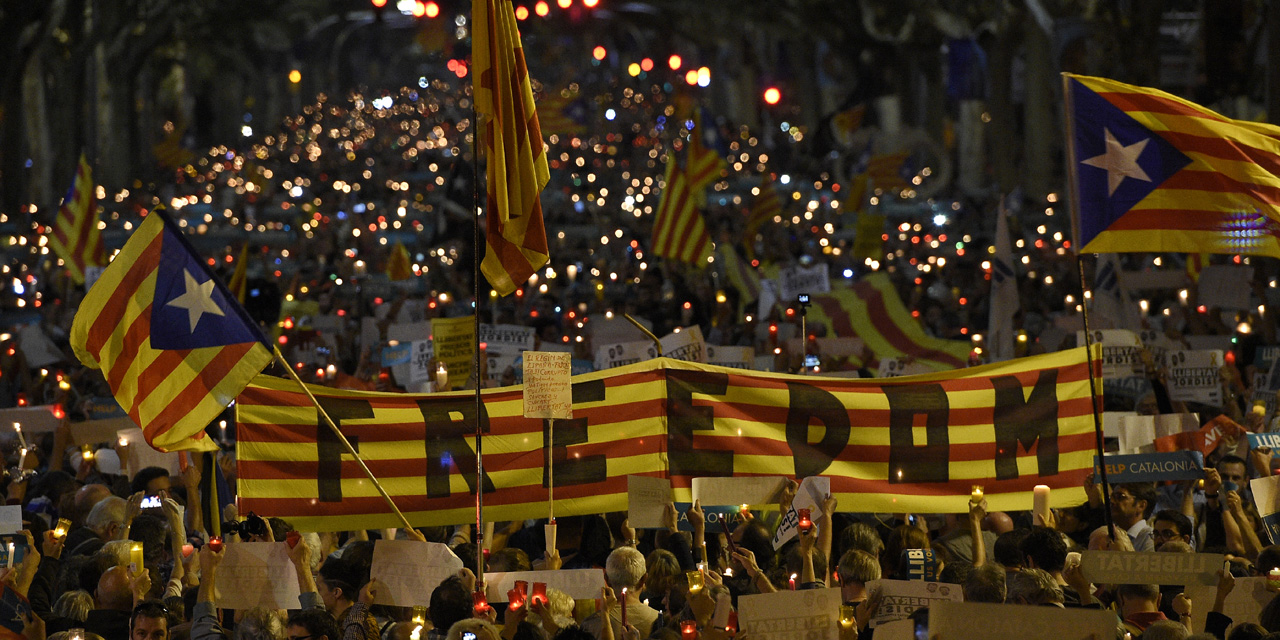 Catalogne-200.000-manifestants-a-Barcelone-contre-l-incarceration-de-deux-independantistes